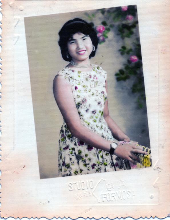 王高花子阿姨16歲時年輕沙龍照。