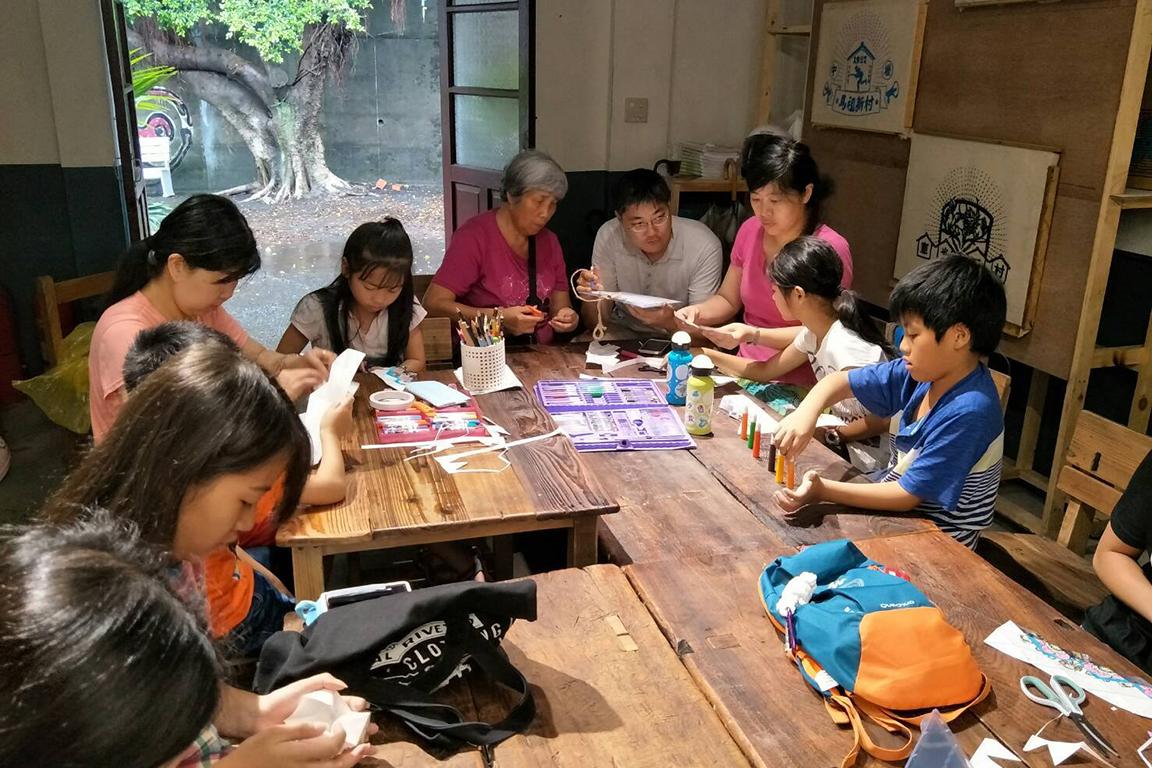 憲光二村駐村藝術家工作坊活動參與人員實作照片